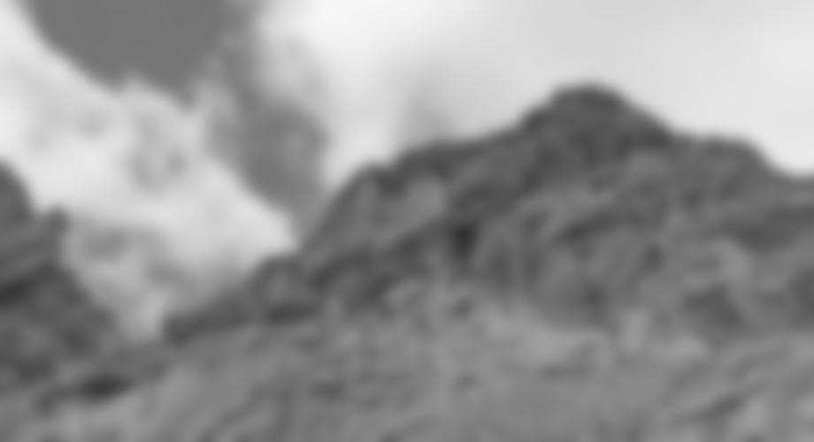 "Der Gipfelblock - links die Kletterer in der ""In Ricordo di Pauli"""