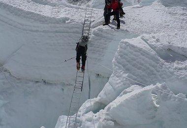 Im Abstieg durch den oberen Teil des Eisbruchs