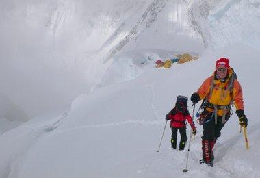 Elisabeth und Alix beim Aufstieg von Lager 2 zu Lager 3