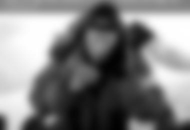 Kenton Cool beim Twittern am Everest