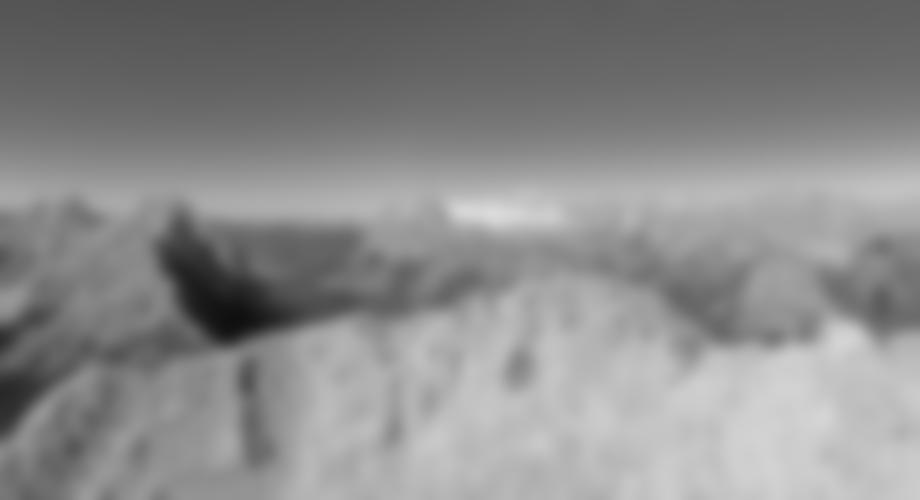 Die Querung zu den Seilversicherungen des Gipfelkessels - hinten die verschneite Zugspitze.