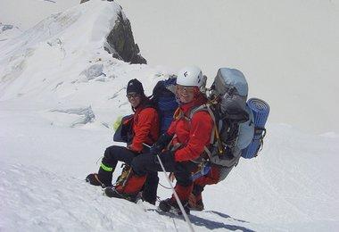 Elisabeth und Alix im Abstieg zwischen Lager 3 und Lager 2