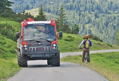 Es gibt nur wenige Fahrzeuge am Berg die noch mehr Power haben : -)