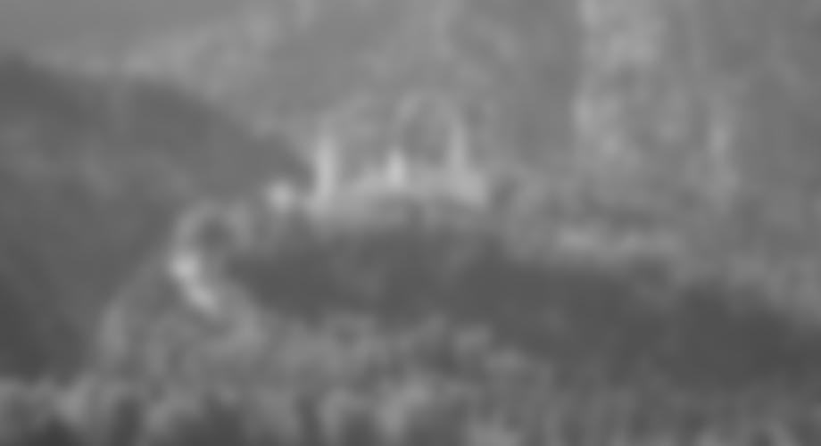 Blick auf das Märchenschloss Neuschwanstein beim Zustieg
