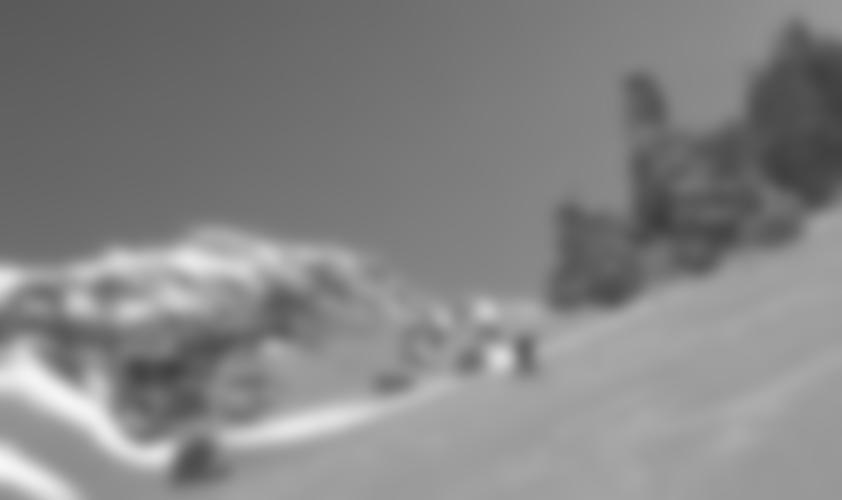 In der Rinne, oben links sieht man schon das Gipfelkreuz.