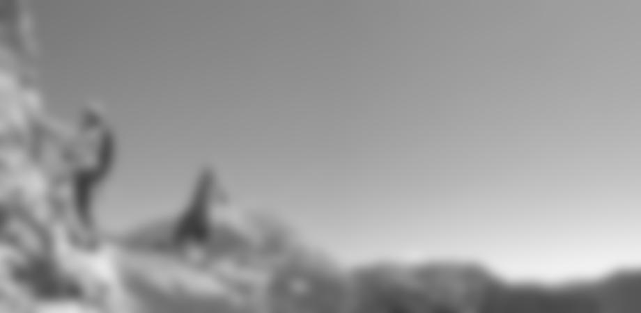 Im Hintergrund der spitze Sturzhahn