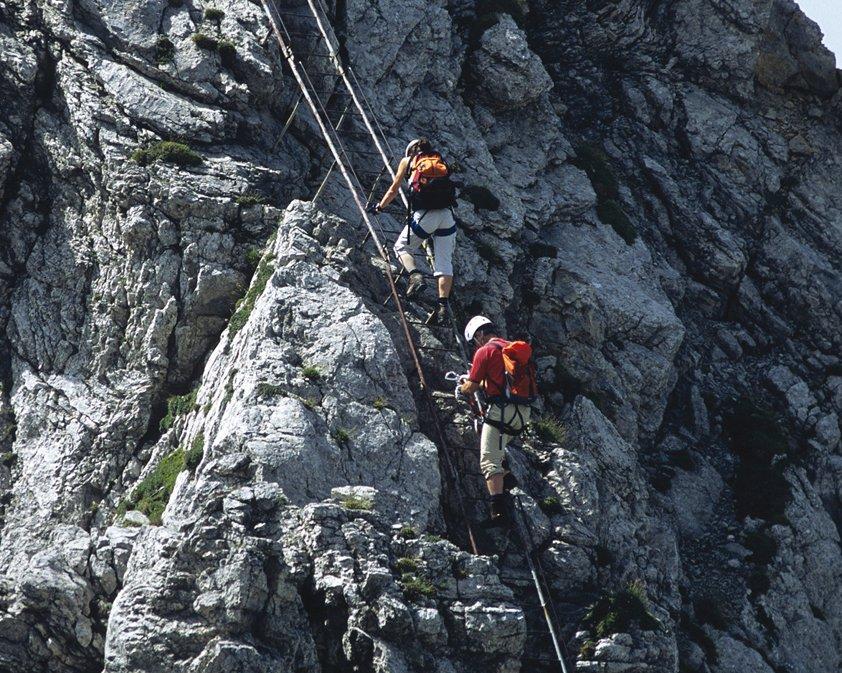 Klettersteig Mittenwald : Mittenwalder höhenweg klettersteig karwendelbahn