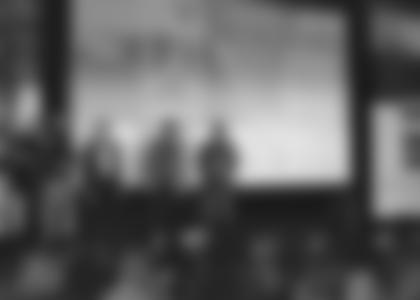Hochkarätig besetzte Bühne am TAG DES BERGES 2011. Moderator Ernst Vogt (links) im Gespräch mit Bernd Kullmann (Deuter), Sigi Hupfauer, Reinhold Messner und Bruno Baumann. Foto: Archiv Bruno Baumann.