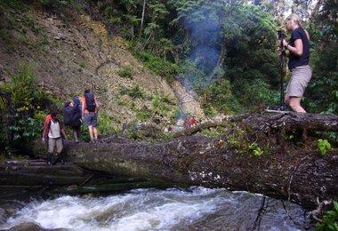 Flussüberquerungen sind die Würze eines Dschungeltrips