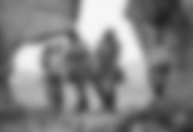 Galina Terenteva, Kilian Fischhuber und Robert Leistner in der magischen Granitstadt in Sibirien (c) Elias Holzknecht/Red Bull Content Pool