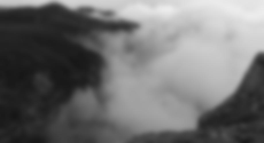Aber viel Zeit zum Ausrasten bleibt uns nicht, denn vom Tal hoch schiebt sich bedrohlich schon die nächste Regenfront bergwärts...