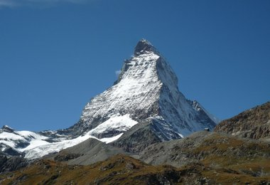 Das Matterhorn, in der Mitte der Hörnligrat.