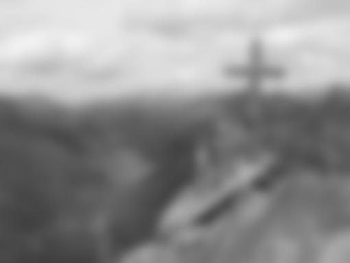 Luftiges Gipfelkreuz