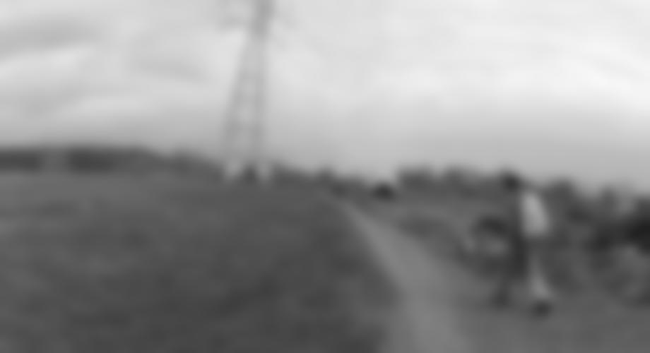 Zustieg: Hinter dem großen Strommasten geht der Weg runter.