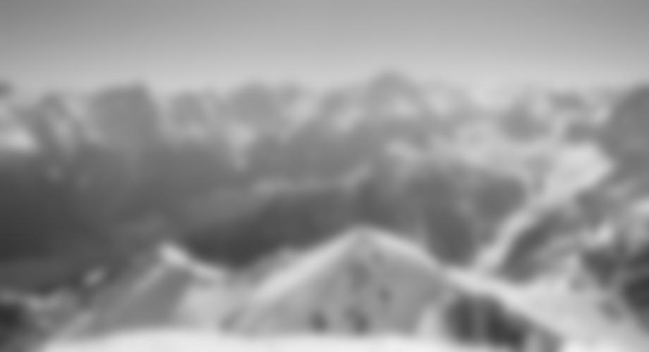 Toller Ausblick vom Gipfel - unten der Kamm (meist Skidepot vor dem Gipfelhang).