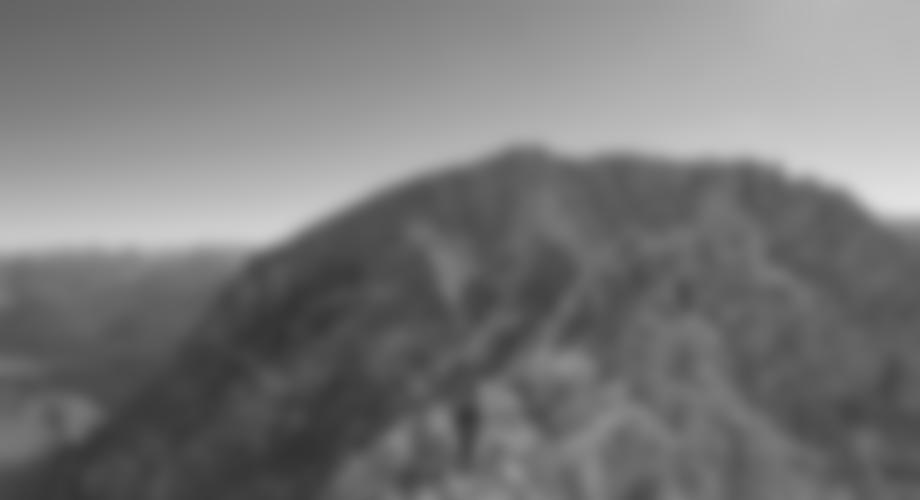 Auf dem flachen Grat vor dem Gipfelkessel.