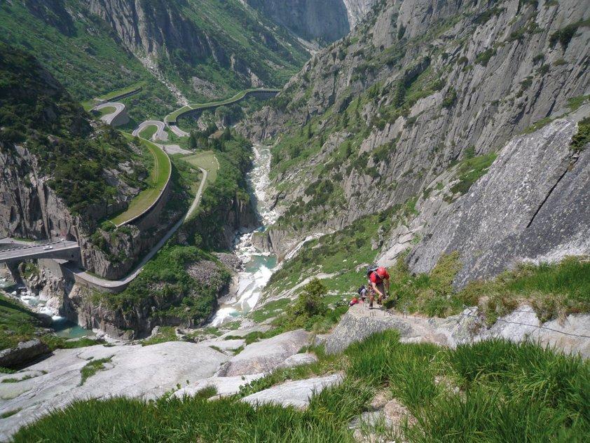 Klettersteig Andermatt : Frühling aufstieg auf dem diavolo klettersteig bild von