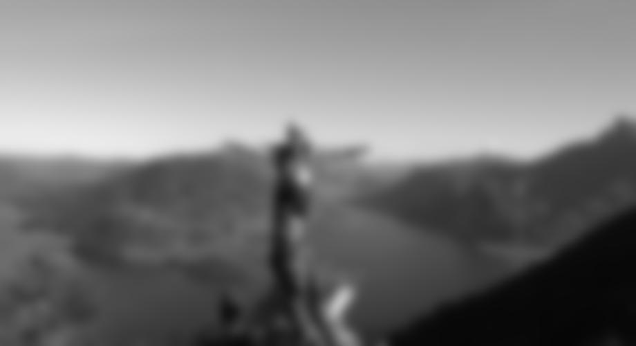 Auf dem Grat vor der Gipfelwand