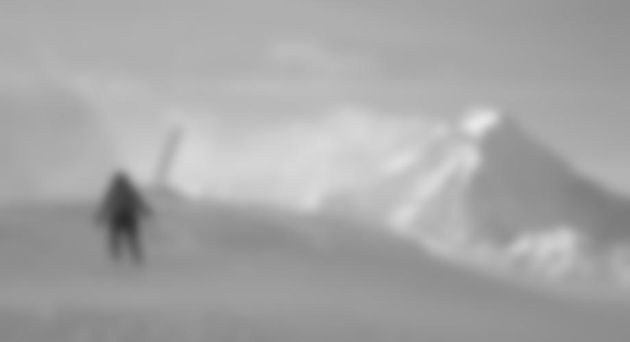 Die Gipfelstange, im Hintergrund der Habicht.