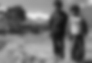 Kinder im Estanzia Una - im Hintergrund der Illimani 6.462m