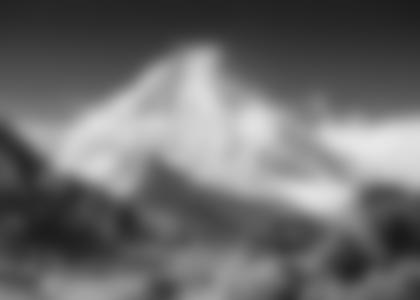 Der Manaslu, 8163 m, erhebt sich majestätisch über dem Kloster von Lho. (Foto: Planet Watch)