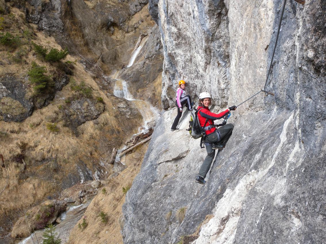 Klettersteig Chiemgau : Hausbachfall klettersteig bergsteigen.com
