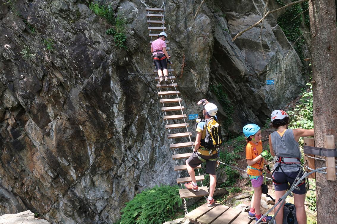 Klettersteig Huterlaner : Klettersteig und hochseilgarten bergsteigen